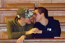 Osoby stejného pohlaví se mohou ´vzít´ nejen na městském úřadě, ale i v obřadní síni. Jejich partnerství legalizují matrikářky z radnice. (Ilustrační foto.)