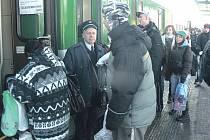 Pokud se dnes odpoledne nedohodnou zástupci odborových organizací v dopravě s ministrem financí Miroslavem Kalouskem, přestanou na Sokolovsku a Chebsku jezdit vlaky.
