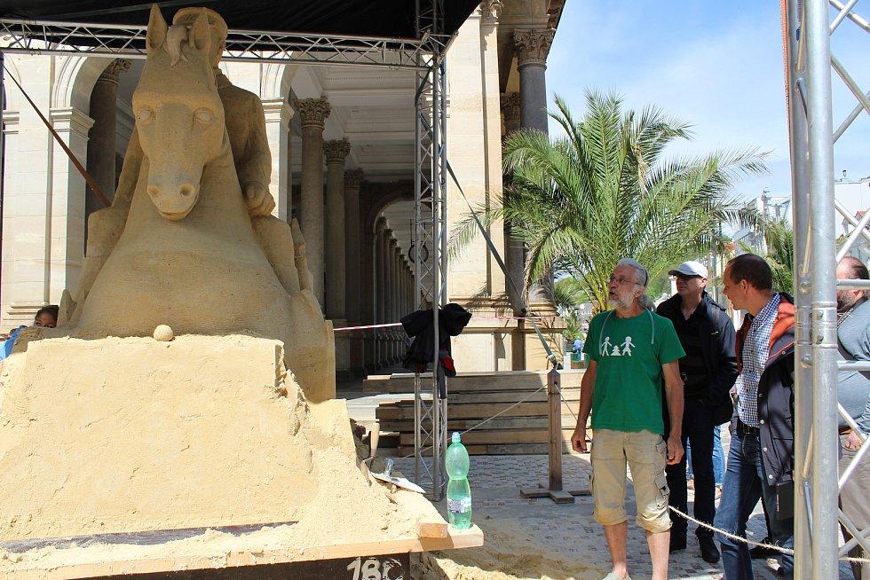 V lázních bude stát další socha z písku.