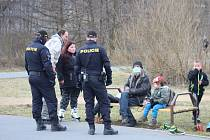 Policisté docházejí i na volnačasový areál Meandr v Karlových Varech, Ne všichni tu opatření dodržují.