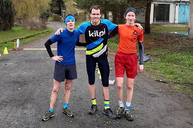 Trojice medailistů zKynšperka. Vlevo stříbrný Jakub Coufal, uprostřed zlatý Michal Oplt a vpravo bronzový Tomáš Kožák.