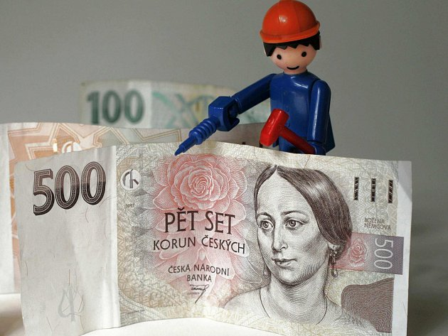 Pokud jde o mzdy, za celostátním průměrem region stále pokulhává.