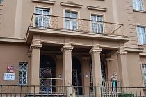Školka v ulici Krále Jiřího. Magistrát chce školku zrušit. Rodiče ji chtějí zachovat.