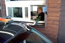 NAPOSLEDY. Od půlnoci už nemusíme policistům na hranicích ukazovat doklady. Vstupem České republiky do Schengenského prostoru bude pohyb přes celnice naprosto plynulý.