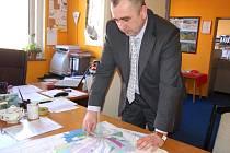 Starosta Ladislav Kocourek upozorňuje, že pozemky určené pro výstavbu rodinných domů nejsou zatím scelené. Výstavba na nich tak nebude jednoduchá.