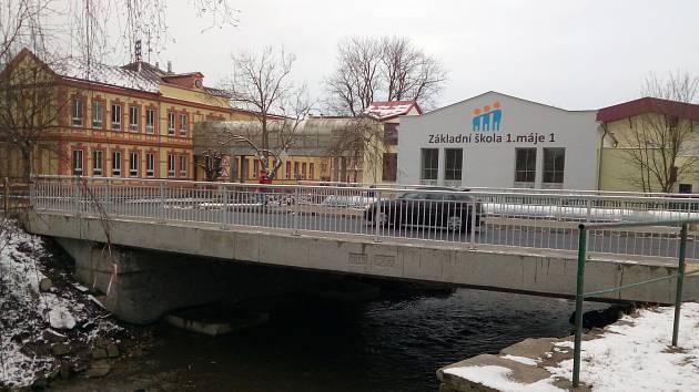 MOST přes Chodovský potok u Moseru je po celkové rekonstrukci opět otevřen a skončily komplikace v dopravě.