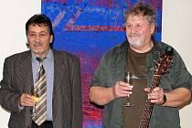 """Mario Hanáček s """"kmotrem"""" Pepou Štrossem (s kytarou),"""