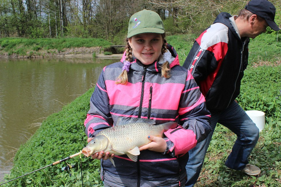 Místní organizace Českého rybářského svazu v Karlových Varech pořádá řadu akcí pro mládež a patří k nim například i závody.