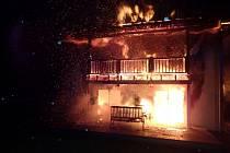 V Mezirolí vyhořel rodinný dům.