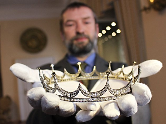 Návštěvníci bečovského zámku si mohou prohlédnut nový exponát - unikátní korunku rodu Beaufort-Spontini.