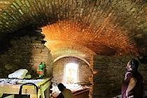 Obnova kleneb v interiéru hradu.