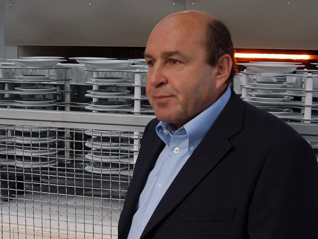 Vlastimil Argman (na snímku) bude se čtenáři Karlovarského deníku diskutovat o budoucnosti porcelánky v on–line rozhovoru 16. ledna.