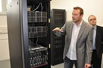 Na karlovarském magistrátu byl včera představen projekt jednotné komunikační sítě města.