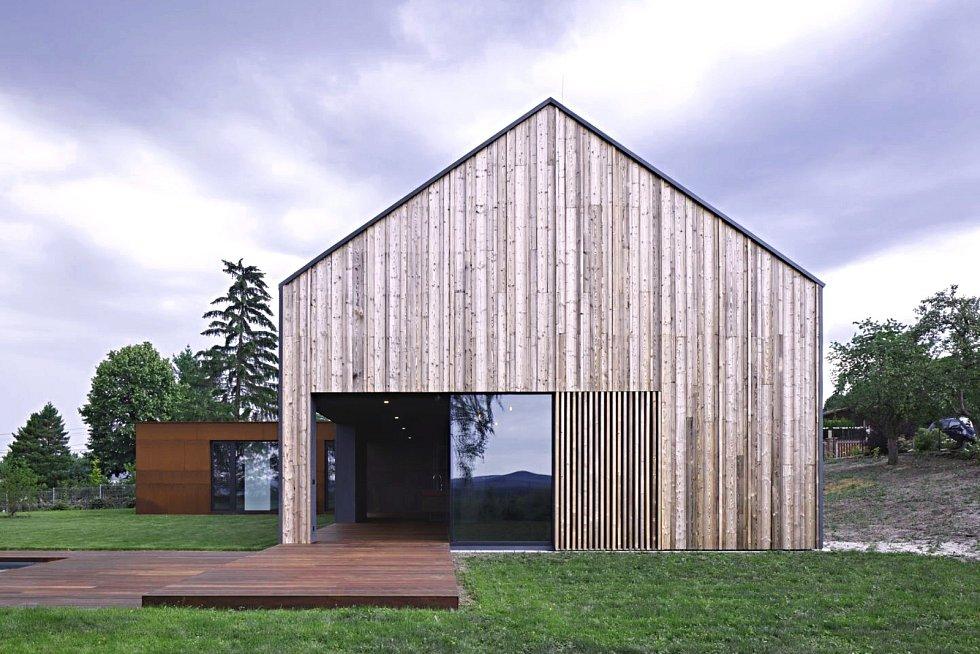 Obytný dům Jiřího Bartošky v Andělské Hoře nelze přehlédnout, je to prostě výjimečná stavba.