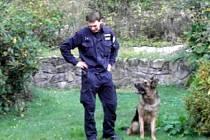Ethor se svým psovodem
