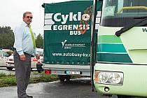 CYKLOBUSY JSOU V REGIONU populární a počet přepravených cyklistů i přepravených kol roste. Mezi řidiče, kteří o víkendech vyjíždějí na některou z tras v kraji, patří také Jan Vačur.