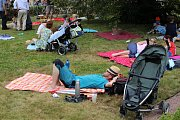Prvorepublikový piknik v parku a soutěž o nejlepší bábovku.