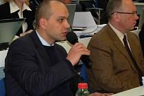 Do konce června musejí politici podat přiznání majetku na radnici. (Na snímku radní Václav Tomášek, ODS).