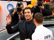 Stálí návštěvníci karlovarského festivalu se shodují, že tak přátelskou a civilní hvězdu, jako byl John Travolta, tu už léta neměli...