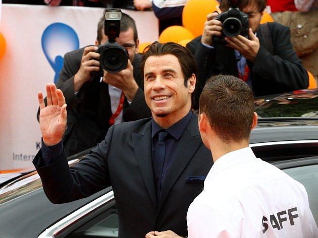 John Travolta si přijel pro cenu za Křišťálový glóbus za mimořádný umělecký přínos světové kinematografii