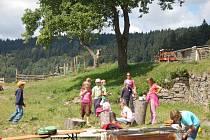 Biofarma v Nežichově na Karlovarsku existuje už sedm let. Kamila Prchalová produkuje mléčné výrobky a pořádá programy pro děti
