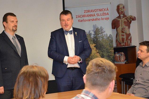 Nový ředitel Zdravotnické záchranné služby Karlovarského kraje MUDr. Jiří Smetana (vlevo).