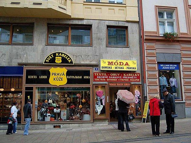 V domě T.G. Masaryka 13 by měla bydlet sestra zastupitelky za ODS v Karlových Varech Dagmar Laubové.