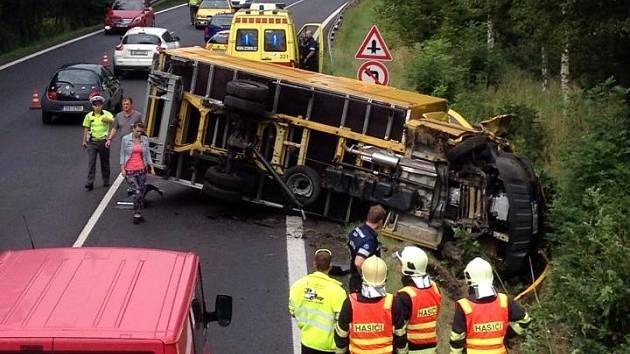 Havárie zkomplikovala dopravu na hlavním tahu na Prahu