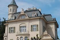 Becherova vila v Karlových Varech se před deseti lety po rekonstrukci otevřela lidem.