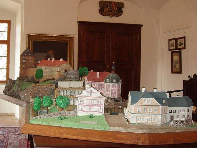 Model areálu hradu a zámku v Bečově nad Teplou, který vyrobili vězni z Horního Slavkova.