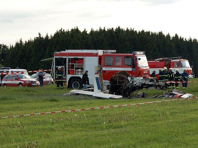 Zřícený ultralight. Při tragické nehodě zahynula osmadvacetiletá pilotka z Karlových Varů.