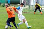 Fotbalisté DDFM Stará Role (v oranžovém) vyhráli v Hroznětíně vysoko 8:3.