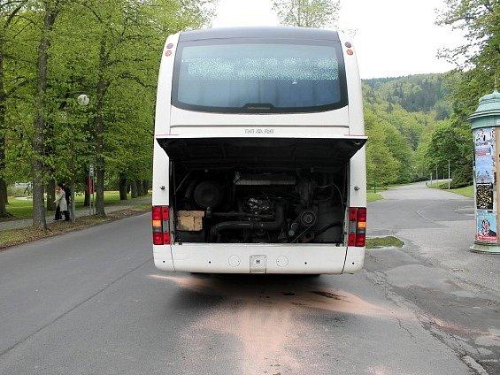 Autobus 'camral' naftu desítky kilometrů po Karlovarském kraji