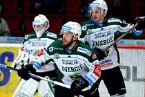 Tomáš Rachůnek (uprostřed) ovládl produktivitu play out hokejové extraligy. Foto: Deník / Jan Čech