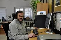 Cestovatel Leoš Šimánek při on-line rozhovoru v redakci Karlovarského deníku