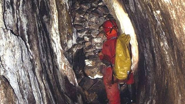 Exkurse do historie těžby cínu v Krušnohoří. Ve Fürstenberské štole v cínovém dole Mauritius budou během několika dní zahájeny zajišťovací práce.