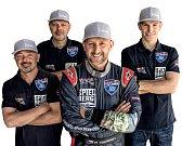 Karlovarský pilot Petr Kopfstein (uprostřed) ve službách Projekt Spielberg, si připsal v kaliforském San Diegu v rámci světové série Red Bull Air Race 2017 životní úspěch, když skončil na šestém místě.