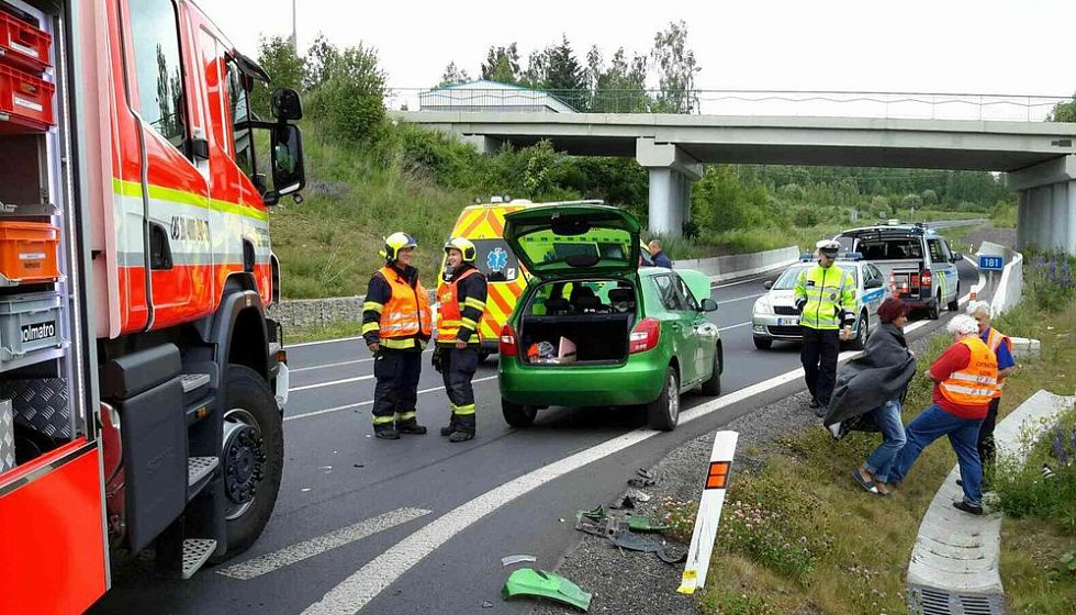 V odpoledních hodinách zasahovala jednotka hasičů ze stanice Sokolov u dopravní nehody dvou osobních aut u Svatavy.