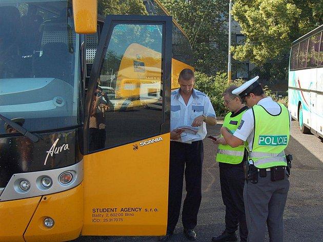 Na alkohol za volantem, nepřiměřenou rychlost a další nešvary se zaměřili při dopravně bezpečnostní akci policisté na Karlovarsku.