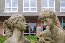 Základní školy v Karlových Varech jsou už ve většině případů připraveny na nástup školáků.