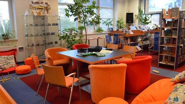Interiér A - klubu v karlovarské krajské knihovně.