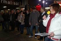 Hnutí Doktoři se zrodilo na začátku letošního roku při protestech proti tunelování krajské nemocnice. Zcela vpravo Berenika Podzemská, vedle ní Jaroslav Žák a další představitelé hnutí.