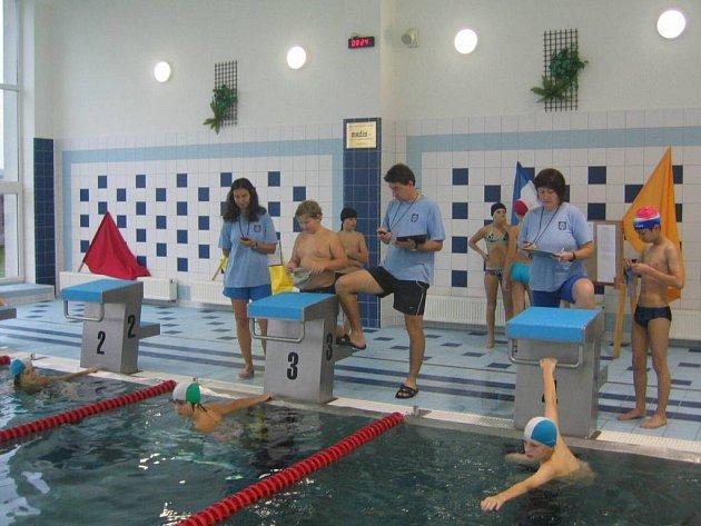 Plavecká soutěž. V Ostrově se konala soutěž nazvaná Plavecká štafeta měst. Té se zúčastnilo kromě Ostrova dalších jedenáct měst.