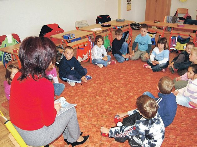 Žáci novorolské školy se zatím rekonstruované jídelny nedočkají, město muselo kvůli nedostatku peněz projekt zatím pozastavit.