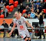 Karlovarsko ( v bílém) senzačně nestačilo v domácím prostředí na Ostravu, které podlehlo 0:3 na sety.
