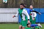 I když Vojkovice (v zeleném) během souboje s Nejdkem B dvakrát prohrávaly, nakonec se radovaly z výhry 3:2.