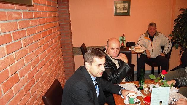 ODEŠLI Z KANDIDÁTKY. Pavel Jára (vlevo) a Roman Wiesner opustili kandidátku Věcí veřejných. Podle nich nechtěli být na jedné kandidátce s Tiborem Mincou, o kterém tvrdí, že kampaň manažersky nezvládl.