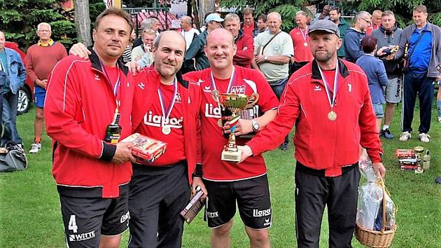 První ročník nohejbalového turnaje se odehrál v roce 2016 a vyhrála ho (nepřekvapivě) sestava karlovarského Liaporu ve složení Karel Bláha, Gerhard Knop, František Veselý a Vlasta Kubín.