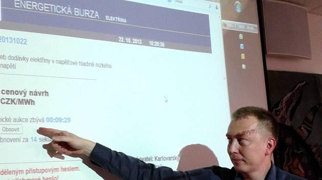 Energetickou burzuv reálu ukazuje Miroslav Očenášek z karlovarského krajského úřadu.