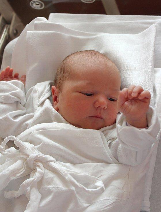Beáta Macková z Chebu se narodila v plzeňské Fakultní nemocnici 13. září ve 13.13 hodin (3200 g, 50 cm). Rodiče Lenka a Václav si nechali pohlaví miminka jako překvapení na porodní sál. Doma se na sestřičku těšil tříletý bráška Vašík.